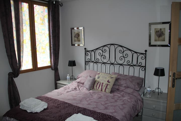 Master bedroom - double bed.