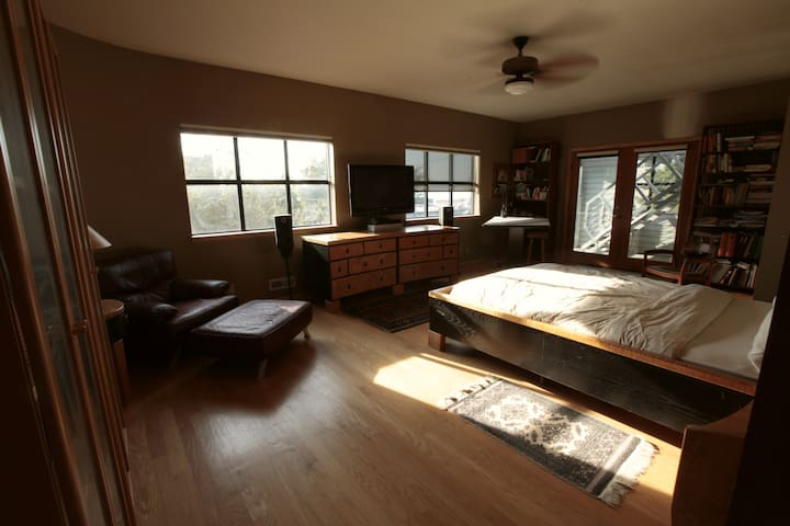 Lg bedroom/office with pvt entrance, in Fairhaven.