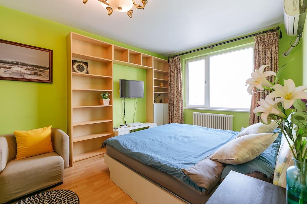 明亮清新的卧室