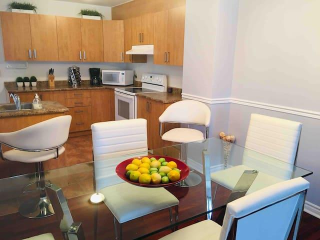 Merveilleux condominium face au Mont-Habitant