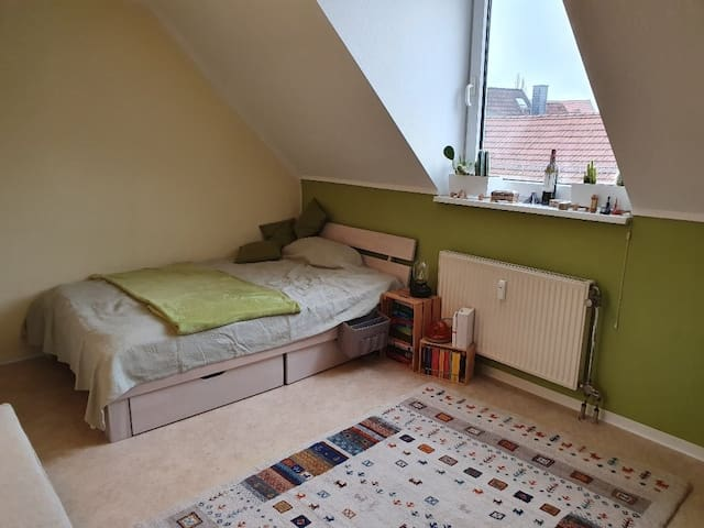 Zentral gelegenes möberliertes Zimmer in Göttingen