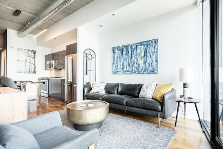 NEW! 20th Floor! Remarkable Views + 24/7 Parking