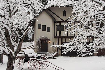 Applecore Cottage: Honeymoon Suite - Charlevoix