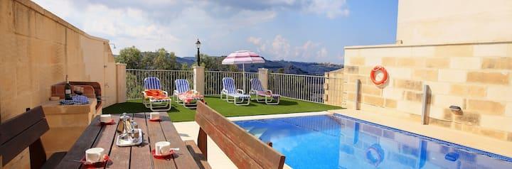Ta Lucija Farmhouse with private pool
