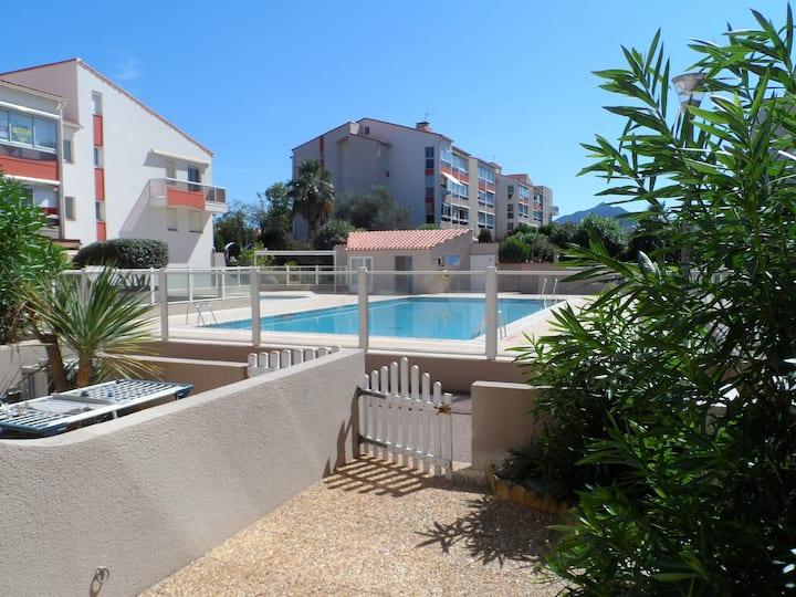 Appartement avec jardinet  et piscine- 4 personnes