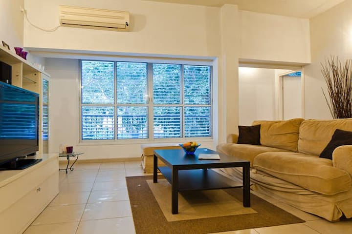 CLEAN & MODERN 1 BR in the CENTER of TEL AVIV