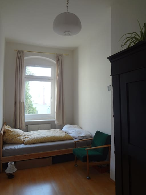 small and quiet apartment in s d neuk lln apartments for rent in berlin berlin germany. Black Bedroom Furniture Sets. Home Design Ideas
