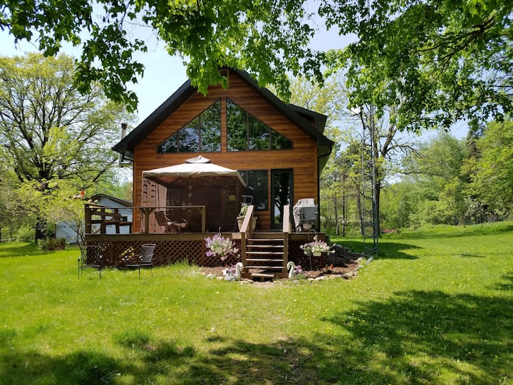 Large cabin on beautiful lake. 2hrs from mpls.