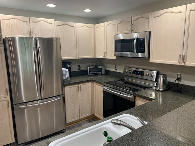 Complimentary coffee and water, please wash any water glasses. Kitchen access is limited and reserved for the full time tenant.