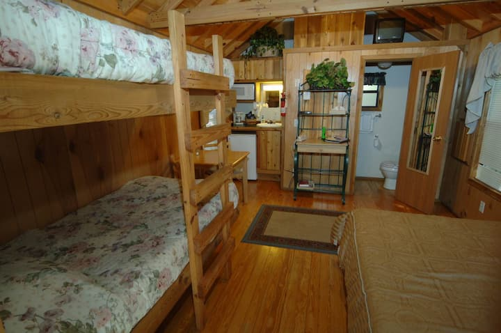 The Lazy Z Resort - Four Person Cottage