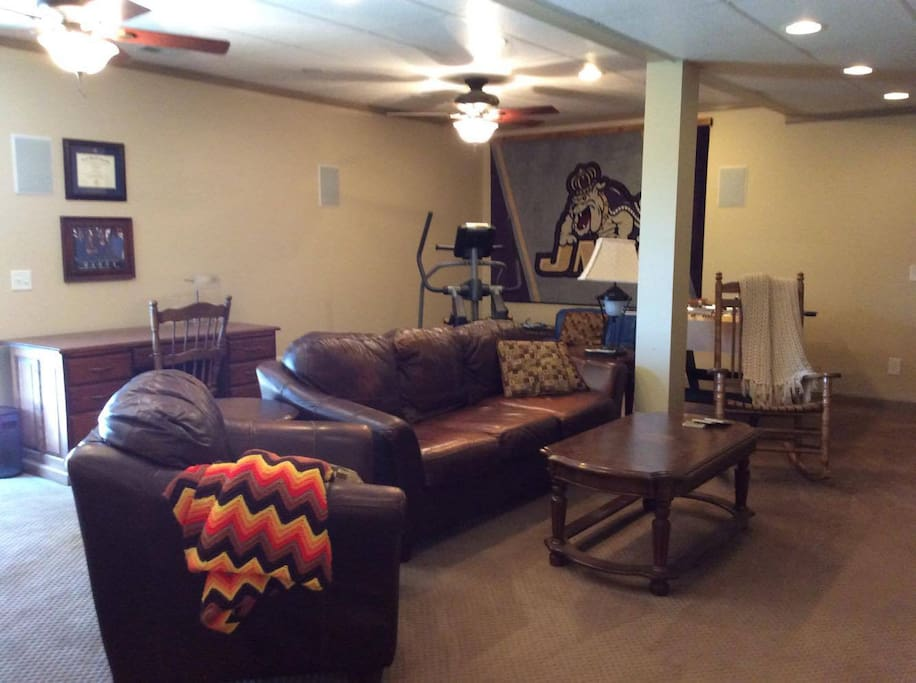 Full sized family room with a flat screen mounted TV with cable. Also a desk is available for your use. There is a walk out sliding glass door to the left of the desk.