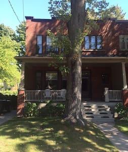 Jolie maison à louer à St-lambert - Saint-Lambert - Haus