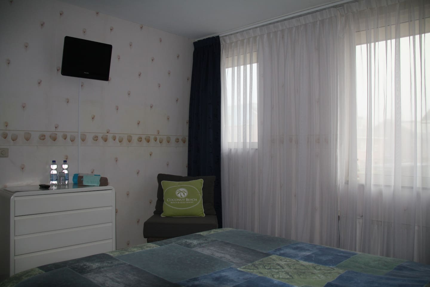 16 m2 room first floor with twin bed, large closet and tv / wifi
