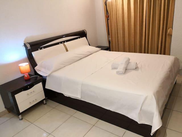 Dormitorio matrimonio con baño invidual centro VLC