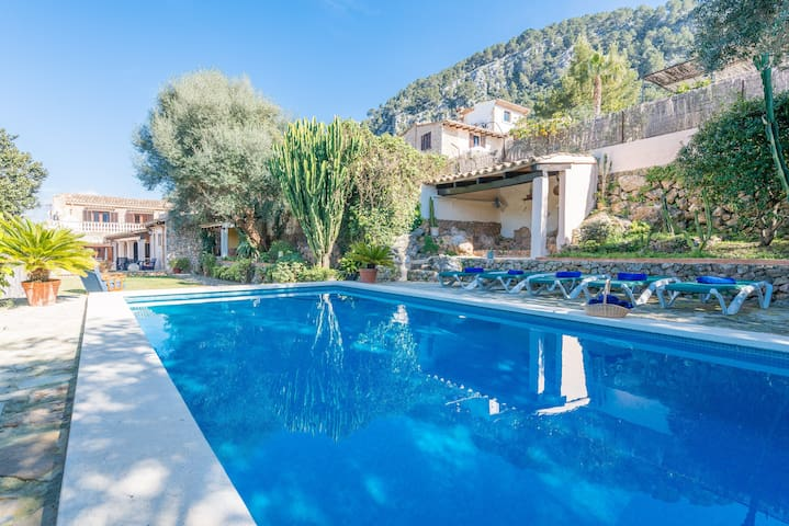 COSTE CAN MORAGUES - Villa with private pool in Pollença.