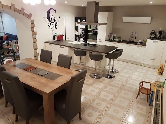 Chambre 25m² + sde et wc priv - maison familiale - Lorient - House