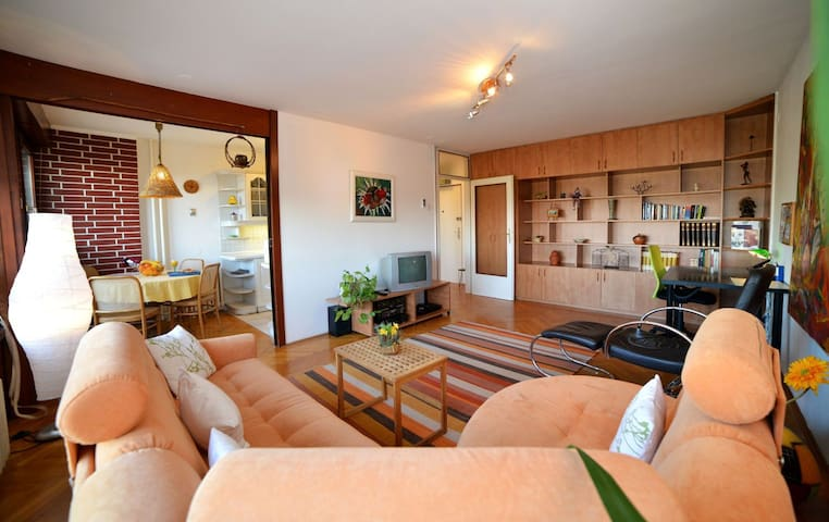 Bright apartment in a green area