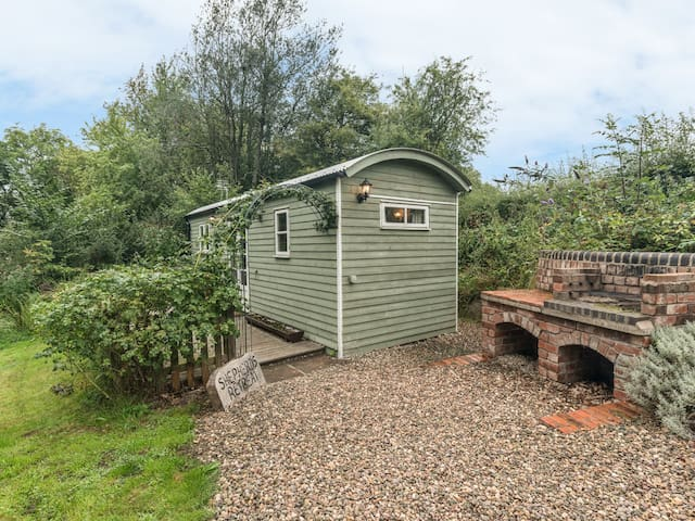 SHEPHERD'S RETREAT, country holiday cottage in Leighton, Ref 22111
