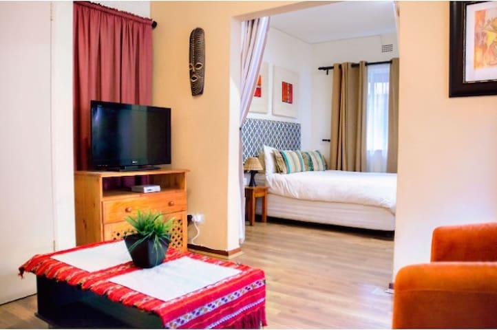 Luxury Bedroom with Hall