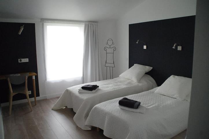 Chambre double avec espace salon et cuisine - Feyzin - Casa de hóspedes