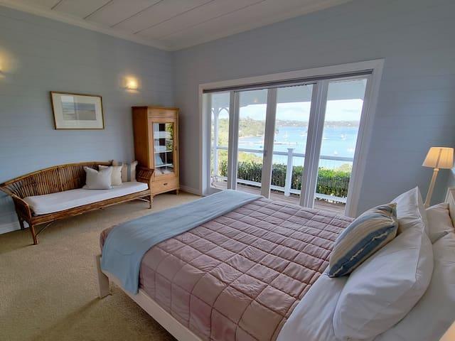 Master king bed room