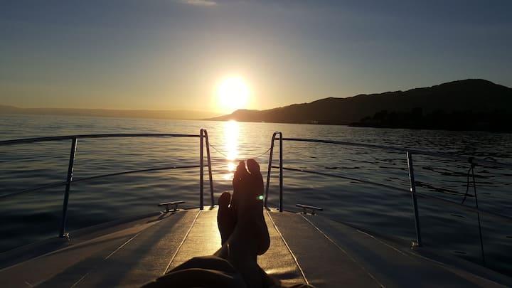 Exclusive Motor Yacht 32f on the lake Geneva