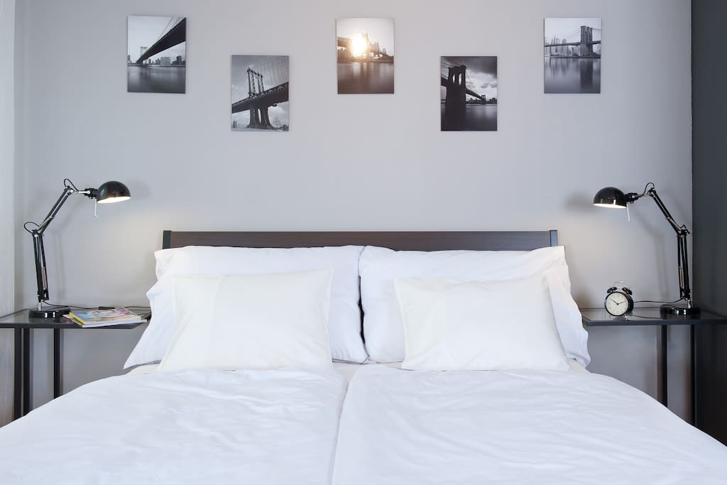Comfortable queen size bed with bed lamps