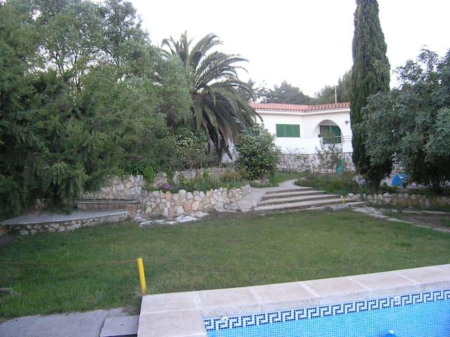 Gran privacidad a 10 minutos andando de la ciudad. - Tarragona - Haus