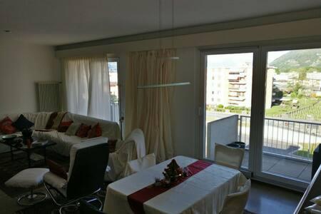 Schöne Wohnung im Herzen von Giubiasco - Giubiasco - 公寓