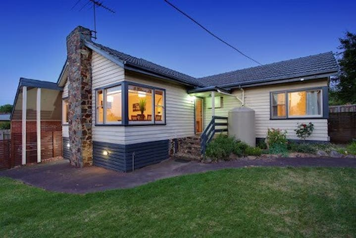 Cute Cottage In Eastern Melbourne - Ringwood - Дом