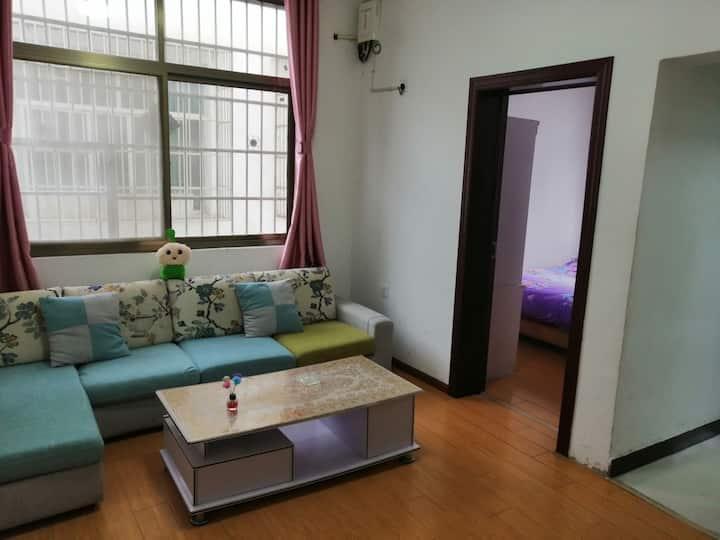 临高客站理工大学周边,三丫公寓套房给您一个温馨的家