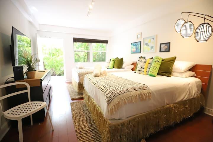 Cozy Tiki Condo Free Parking 7 min to Ocean South Beach | Studio Apartment