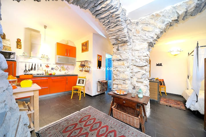 ROMANTIC LOFT CLOSE TO CINQUE TERRE