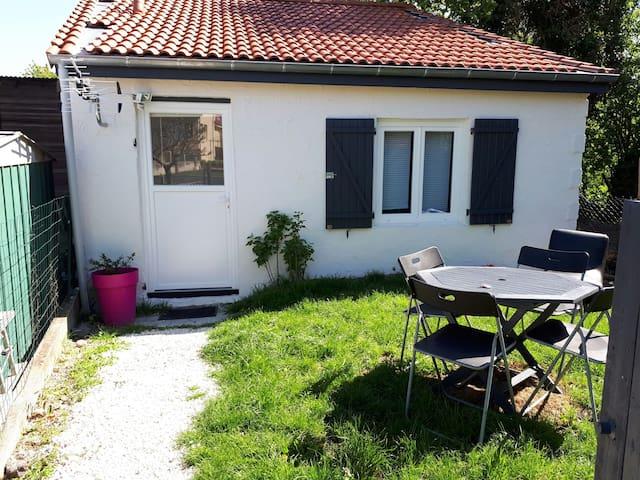 Maisonnette (30m2) et son jardin reposants - Clermont-Ferrand - House
