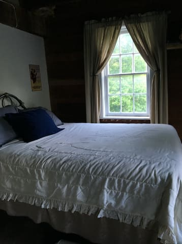 Bedroom #4 - Sleeps 4  / Centennial Mill - Brogue