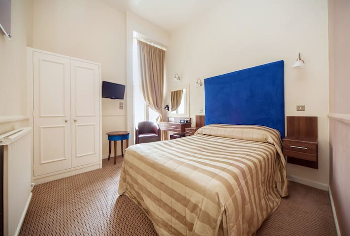 Charming Double Room in The Clifton Hotel