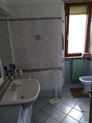 1° Bagno con ampia doccia