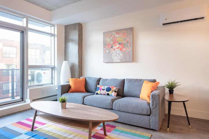 Modern 2br in the Absolute Heart of Downtown
