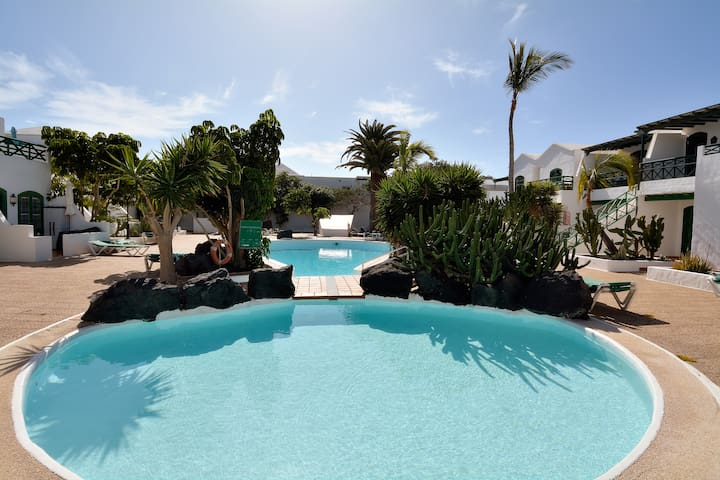 Black Rocks Share Pool Puerto del Carmen 2 beds..