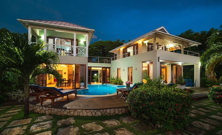 WATERFRONT BALINESE STYLE! POOL! STAFF! SUNSETS! Little Waters Negril 4BR