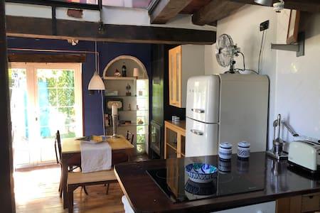 """Casa """" de añil"""" con jardín privado, wifi y Netflix"""