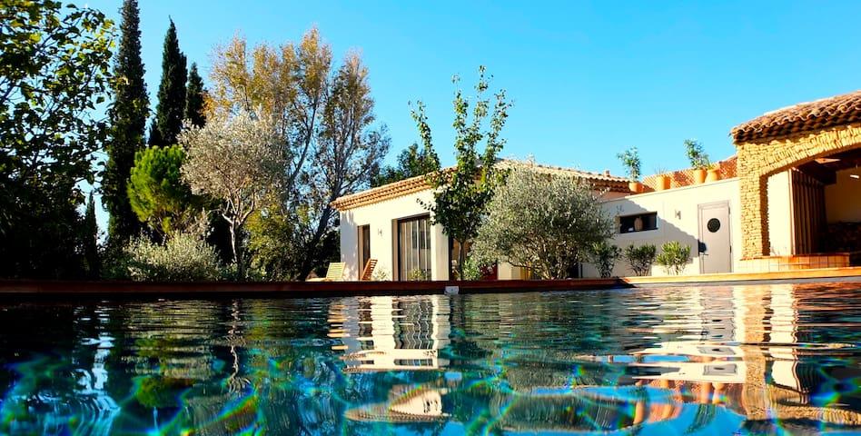 Maison de charme, jacuzzi, piscine.