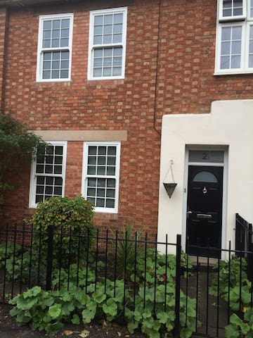 Charming town Centre Abode with ensuite twin room