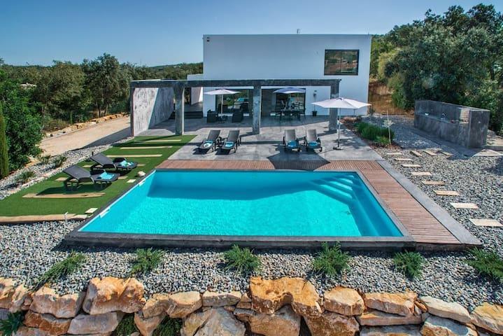 Splendid Villa Abaton