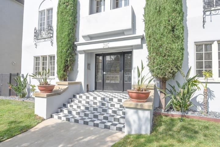 Beverly Hills luxury studio APT, near Rodeo Drive