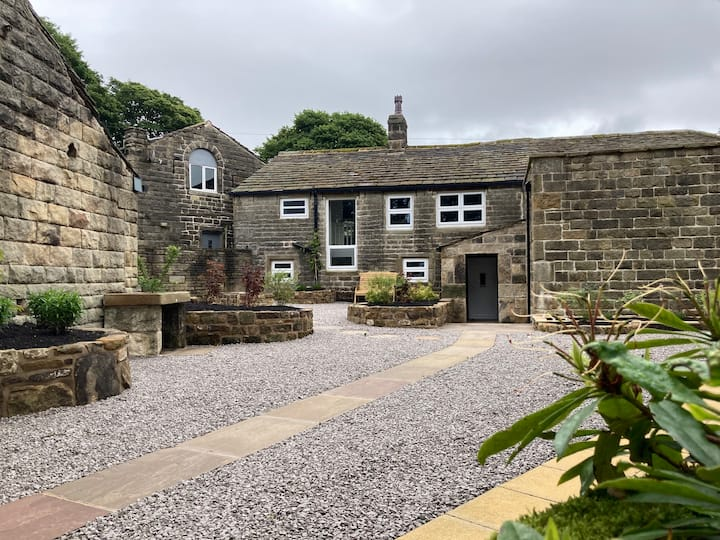 Enchanting cottage in the heart of Bronte Country