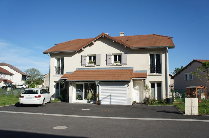 1 new house fully equiped garden, close to Geneva - Saint-Genis-Pouilly - House