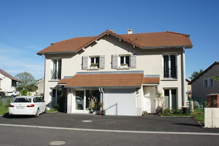 1 new house fully equiped garden, close to Geneva - Saint-Genis-Pouilly - 一軒家