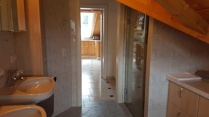Gästezimmer Kamino, (Häusern), Ferienwohnung in schöner und ruhiger Lage (1. Stock)