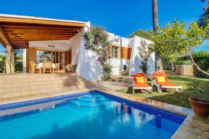 Charming villa with private pool and wifi